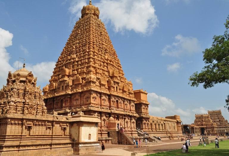 brihadeeswar-temple